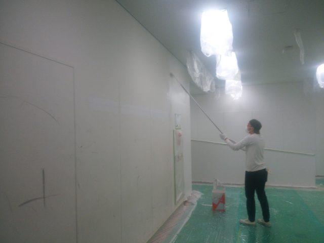 大阪国際大学内部塗装工事 壁塗装完了しました!