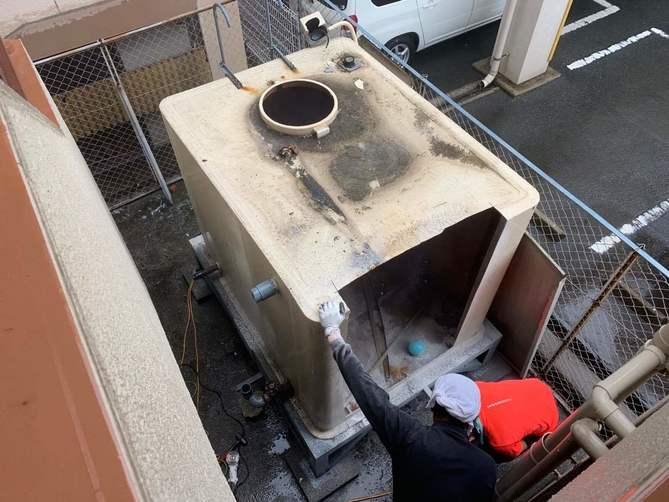 大阪市マンションの貯水タンク解体工事