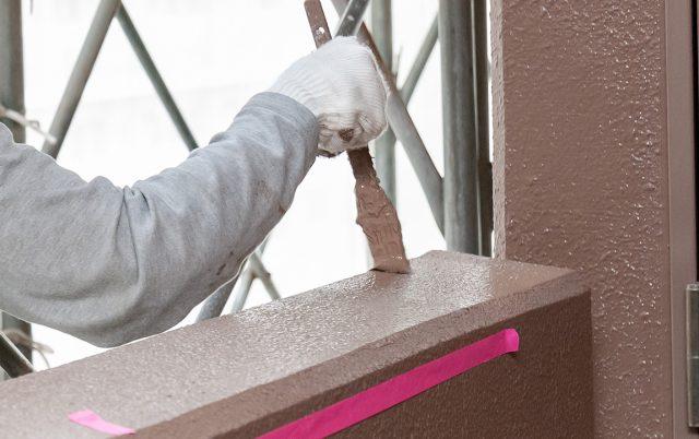 マンションの外壁塗装工事はいつする?工事期間・費用の相場を解説
